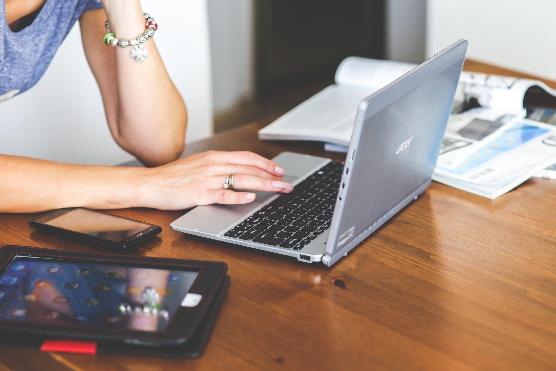 digitalisation et teletravail, fin des open spaces, temps de travail, nouveaux risques psycho-sociaux : ce que la crise du covid-19 pourrait changer au travail
